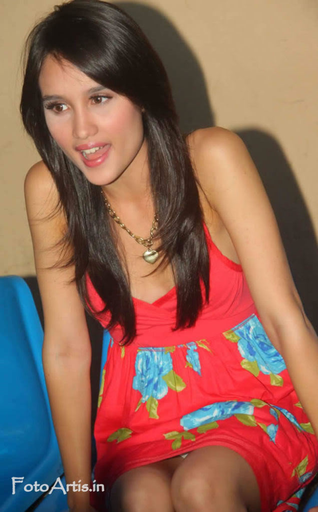 Cinta Laura