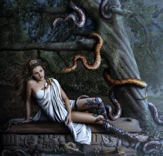 hermosa mujer de las serpientes