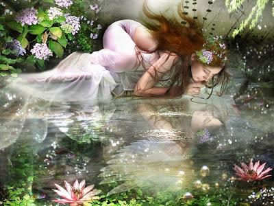mujer reflejandose en el agua
