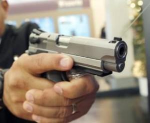 http://1.bp.blogspot.com/_xguQqNaDGRI/TQoozMhexHI/AAAAAAAAAJQ/9LK7niCKeEg/s1600/assalto-com-arma-300x247.jpg