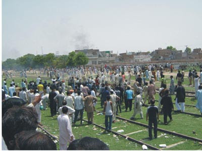 Riots Erupts Gojra Today Pictures