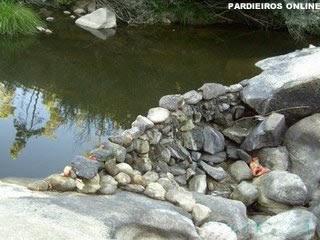 barreira de água feita a mão