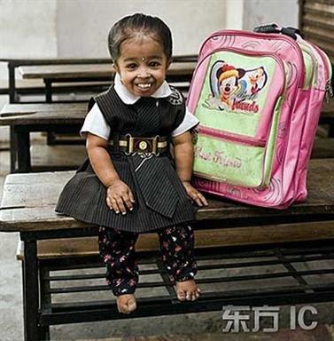 http://1.bp.blogspot.com/_xhwnNMa2zwE/Sd2IB-Ke6sI/AAAAAAAADxk/kylNu32bC3c/s320/Tiny_Jyoti_The_Smallest_Girl_In_T_W_8.jpg