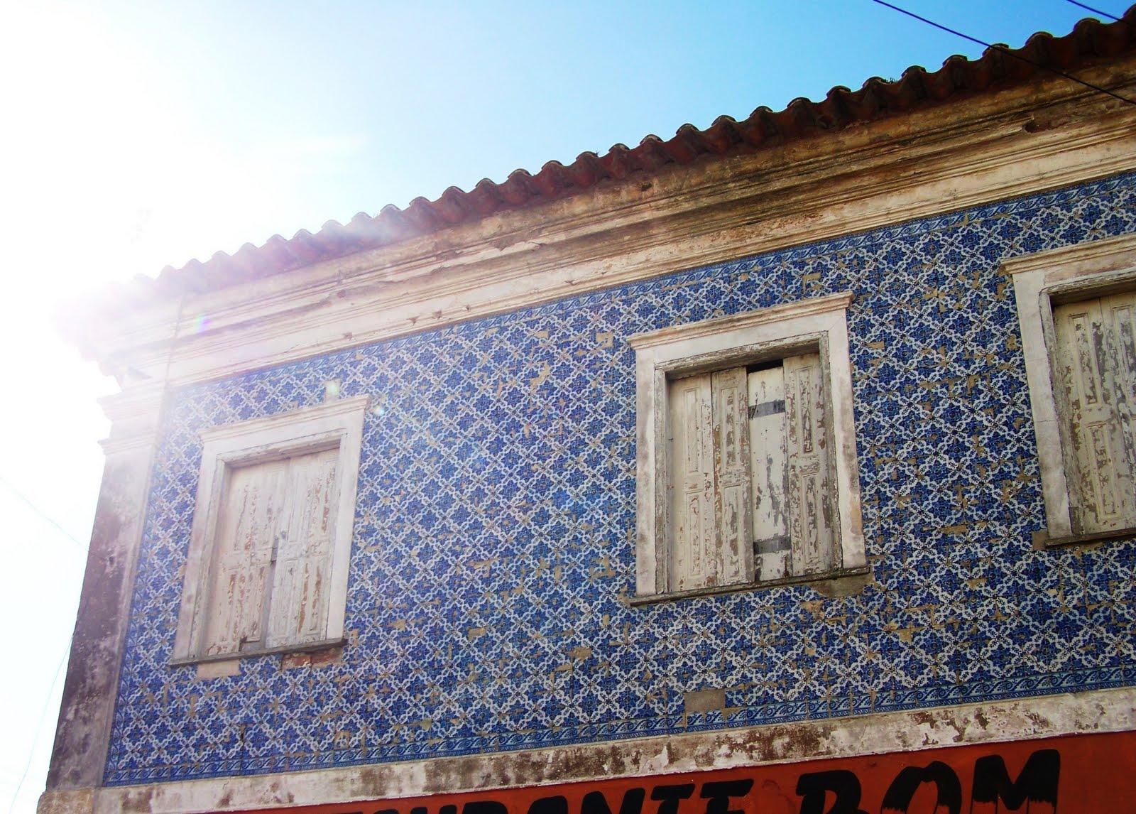 Caf rio grande revestimento com azulejos no sobrado da for Azulejos conde