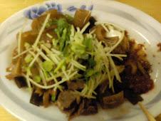 三義裕隆衛星廠區外縱貫道旁鄉村小吃之自選各式滷味