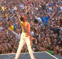 Freddie Mercury: 18 años.