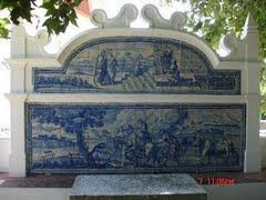 Painel de azulejos à entrada do Jardim do Solar