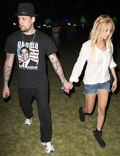 Joel Madden sports a Barack Obama tee shirt as he holds hands with fellow Obama supporter, Nicole Richie