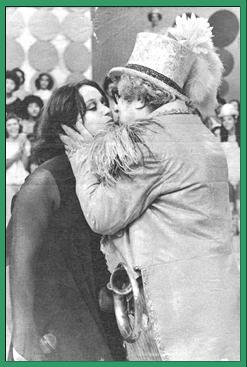 Tina Charles & Chacrinha, o Velho Guerreiro (Brasil, dezembro 10, 1978)