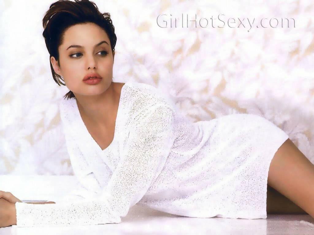 http://1.bp.blogspot.com/_xo_SKB4AHGg/TR8-daP8cpI/AAAAAAAAAwg/99YpBr_oZZo/s1600/Angelina-Jolie-323.JPG