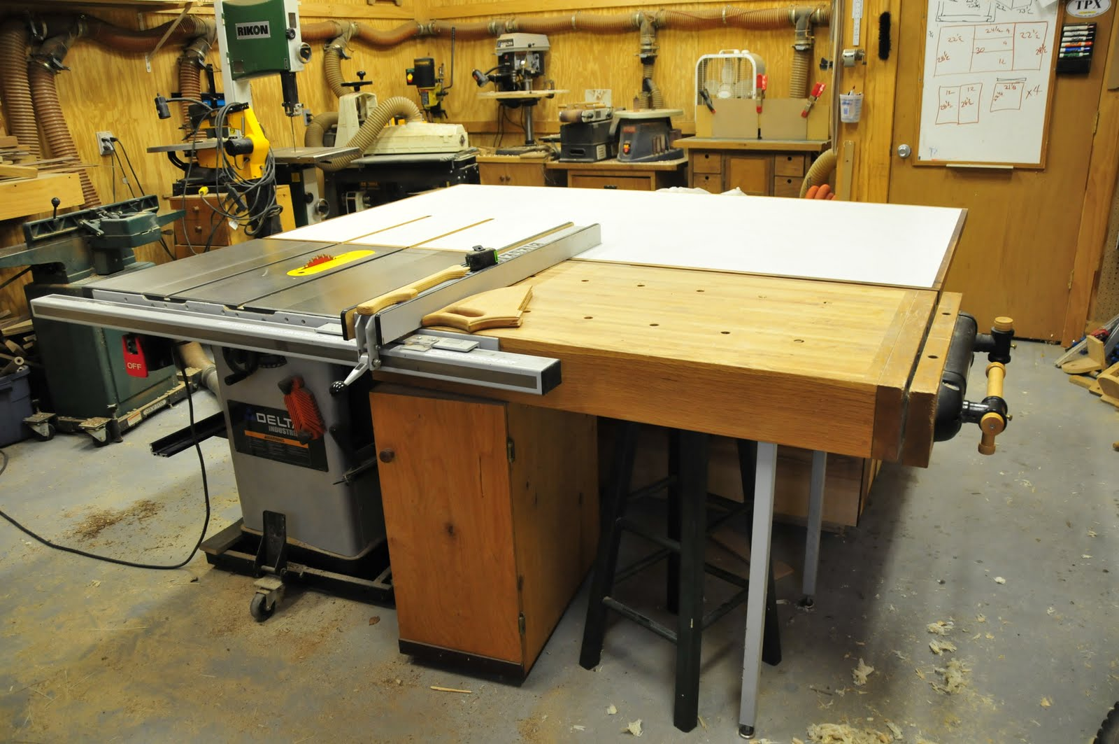 Woodworking assembly table the router one of the most for Table woodworking plans
