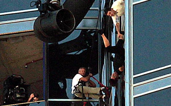 Tom Cruise Climbs World S Tallest Building