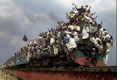 crazy indian overloaded packed train