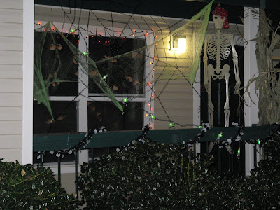 the manor messenger halloween balcony decorating contest