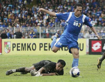 Isnaini penyerang striker pemain psps-lawan-vs-persitara 3 maret