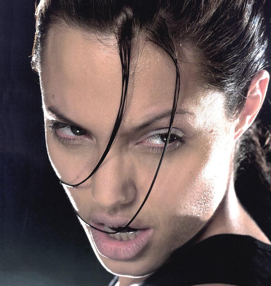 Phrase... Angelina jolie as lara croft