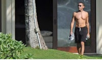 barack obama hawaii, barack obama shirtless, barack obama shirtless in hawaii, obama shirtless,obama in hawaii, obama in hawaii vacation, obama hawaii pics, obama hawaii vacation photos, obama shirtless pics, shirtless obama in hawaii, obama shirtless photos