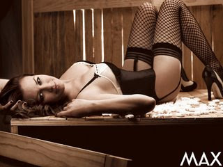 Maria Jose Semi Desnuda