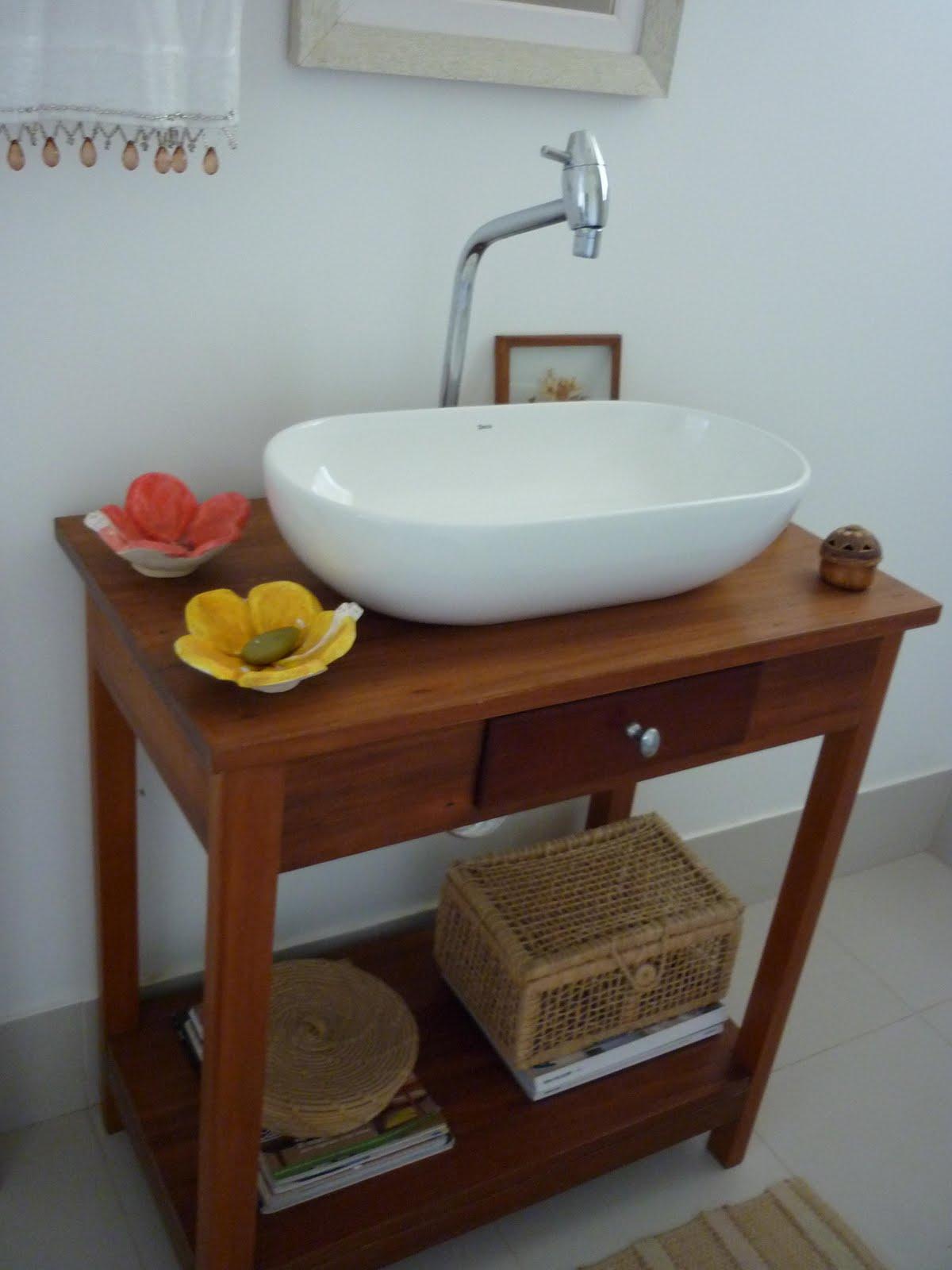 Uma mesinha de madeira usada agora é uma pia moderna. Arrumada #AB8820 1200x1600
