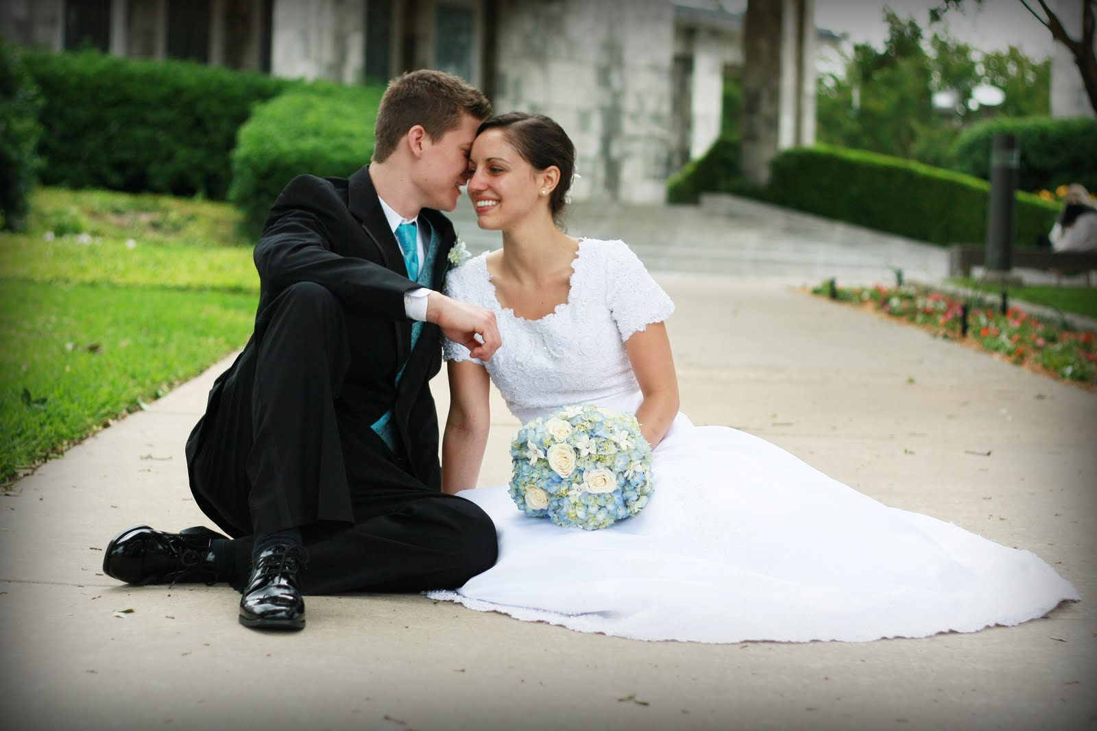 compare and contrast essay on weddings