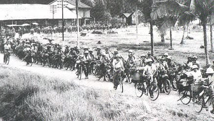14_japanese_soldiers_bicycles.jpg