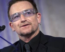 Bono, operado de urgencia de la espalda