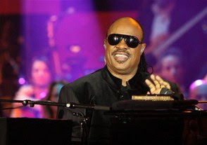 Stevie Wonder insta a facilitar el acceso de los discapacitados a la cultura