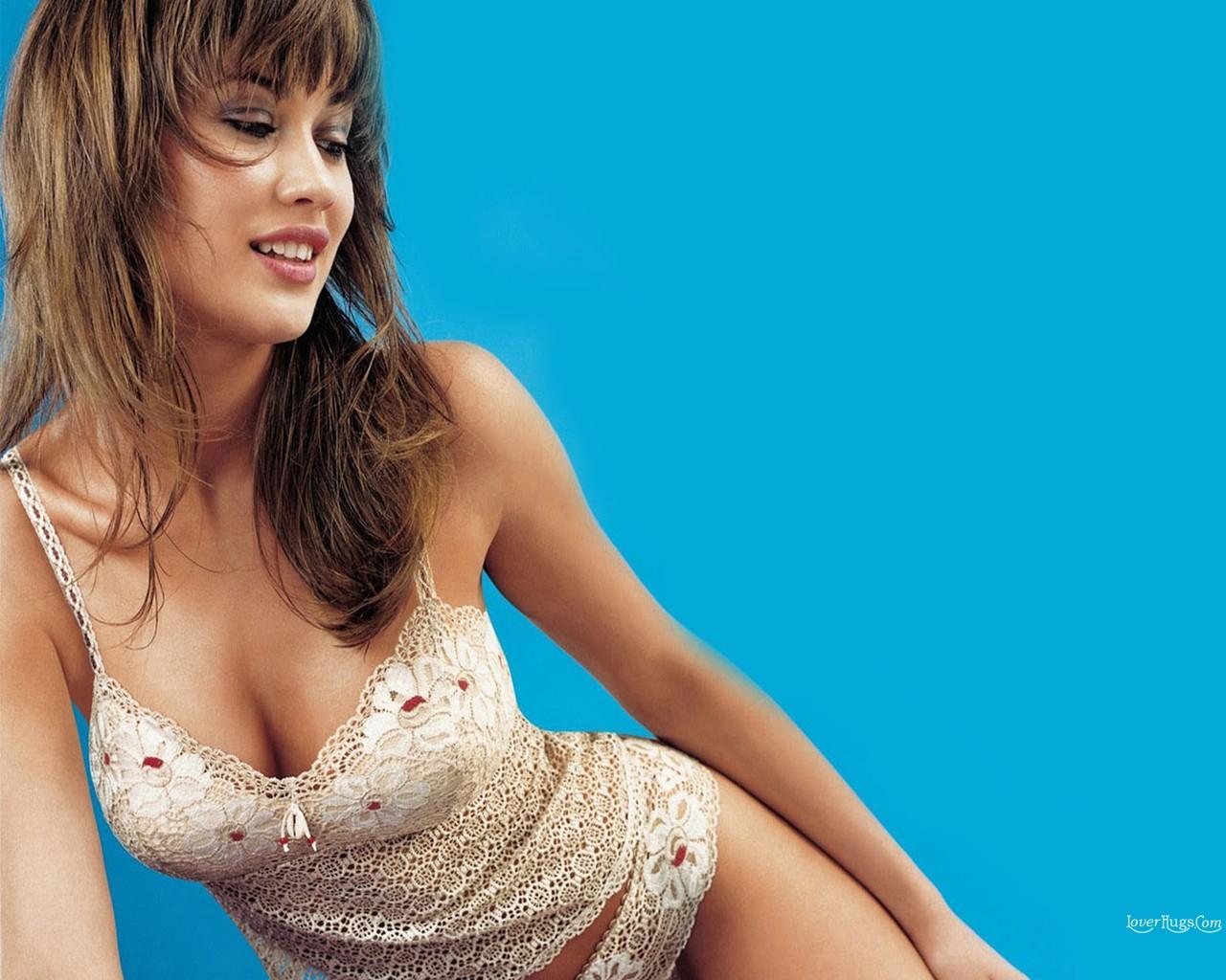 http://1.bp.blogspot.com/_y3-EyLga9_8/TKY3y5bsbsI/AAAAAAAAAhM/CjlWCUvYVj0/s1600/Olga_Kurylenko_71.jpg