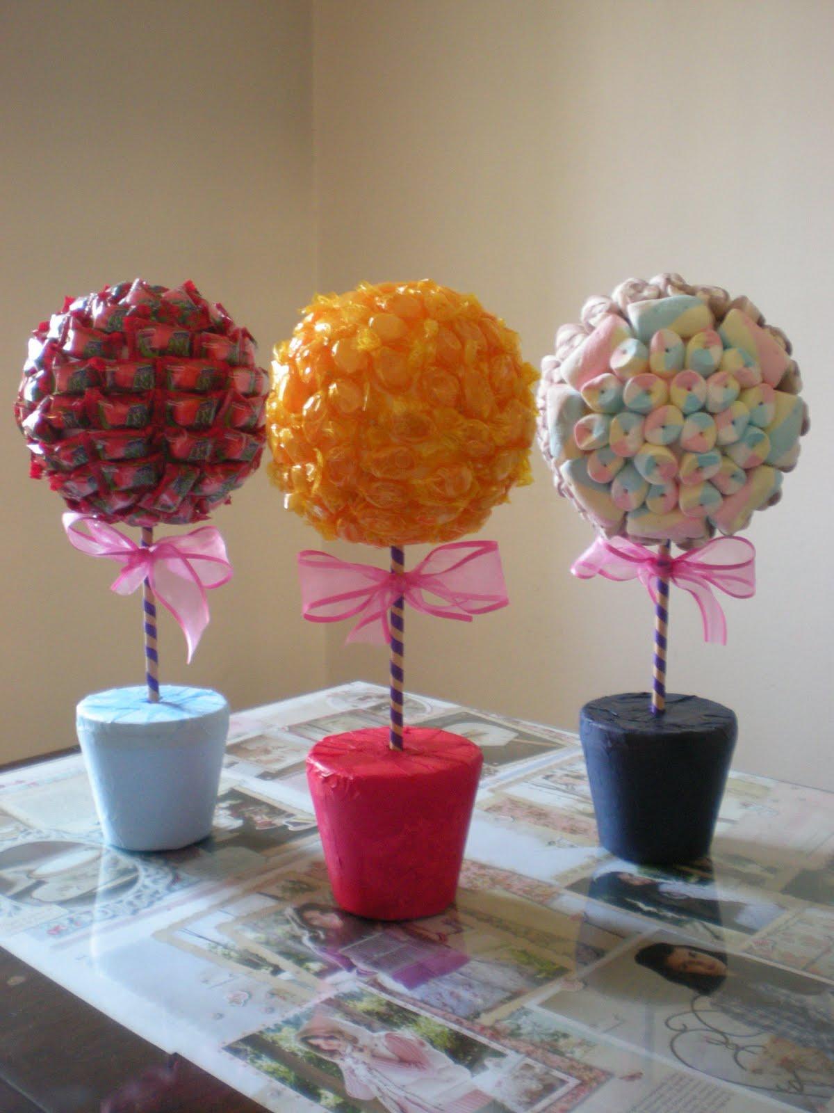 Chimemon cosas dulces topiarios de golosinas for Mesa para manualidades
