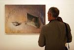 Espectador en exposición de P. Villalta