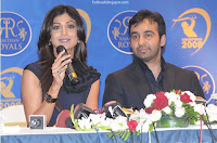 Photo of Shilpa Shetty and Raj Kundra in a news conference for Rajasthan Royals