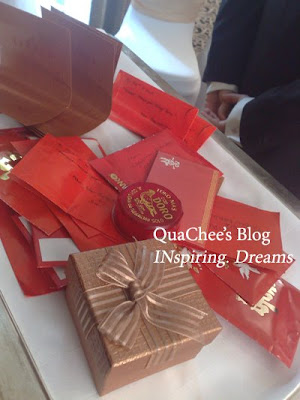 indonesian wedding, tea ceremony, red packet & necklaces