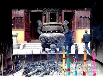 yuyuan garden bazaar, temple