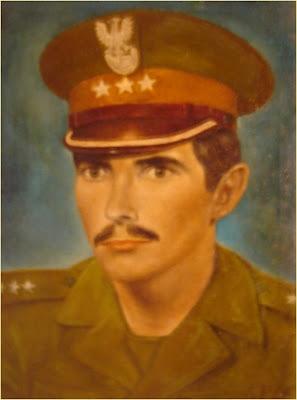 obraz olejny przedstawiający autoportret Marka Strójwąsa w mundurze WP
