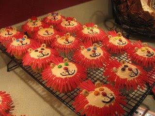 Simple Lion Cupcakes