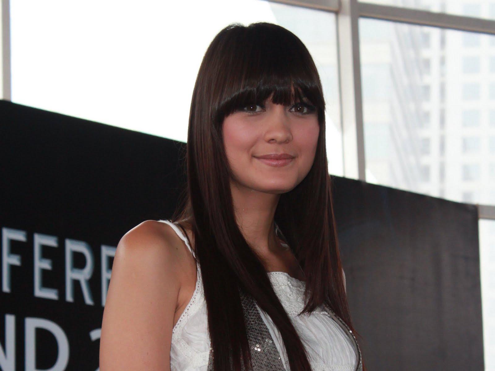 Luna Maya Hair