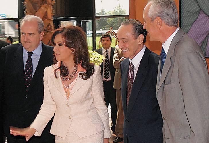 http://1.bp.blogspot.com/_yDxTw4hZsW8/TGjGLvxASKI/AAAAAAAARDk/_B9RYhfAqMI/s1138/Cristina+con+Magnetto.jpg