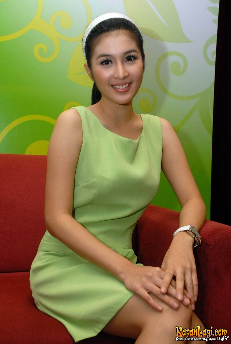 Hot Foto Artis Cantik Sandra Dewi.