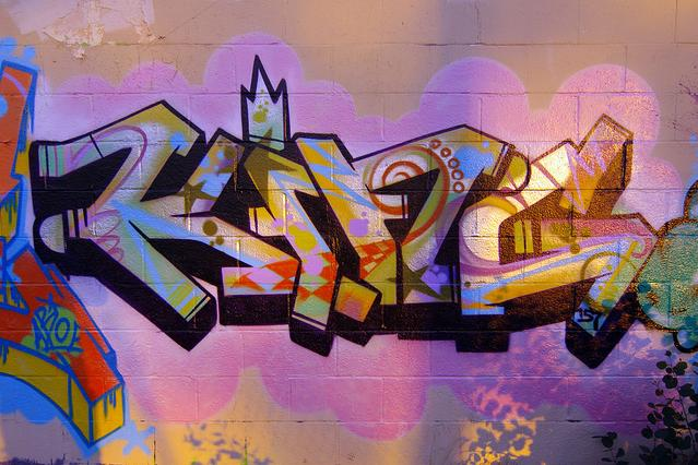 Graffiti murals letters king graffiti tag for Graffiti mural