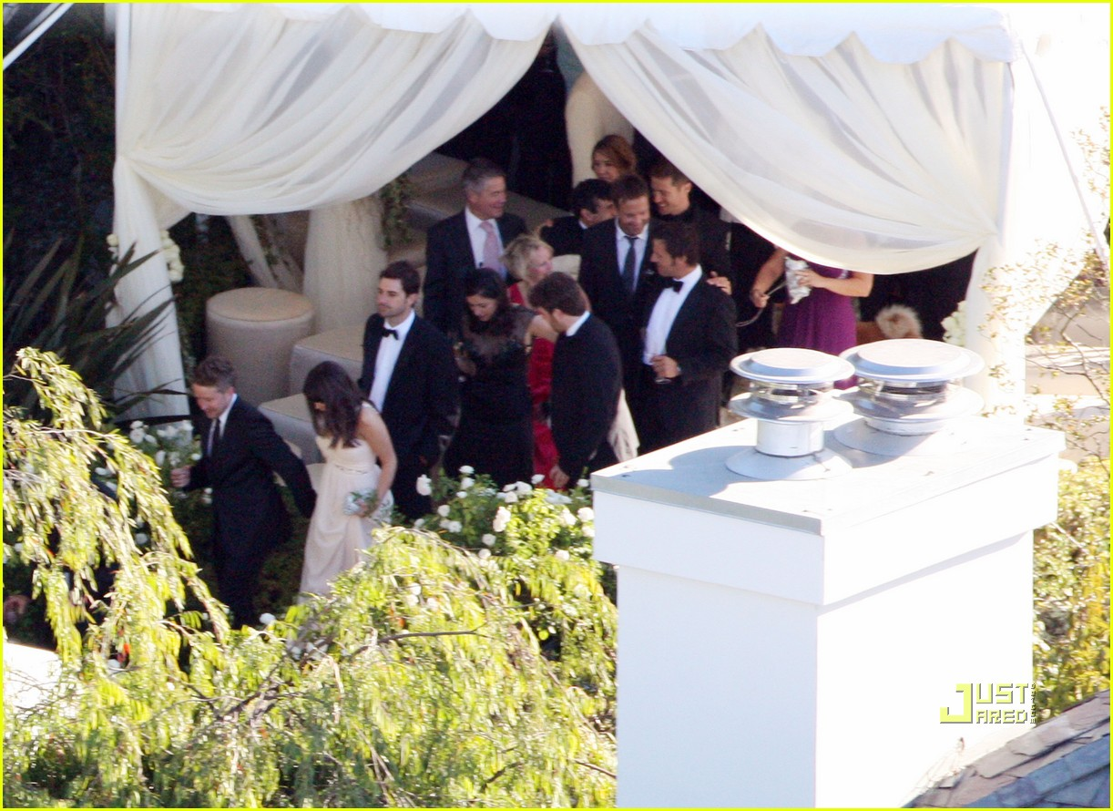 http://1.bp.blogspot.com/_yGW9T1_gaME/TF5O-0dlCjI/AAAAAAAANKg/TGPvlRqt5JE/s1600/robbie-williams-wedding-photos-03.jpg