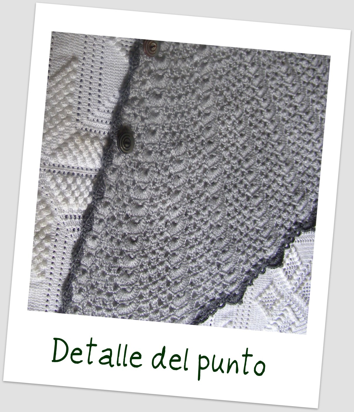 Toca a crochet en gris para la abuela portaldelabores - Toca de ganchillo ...