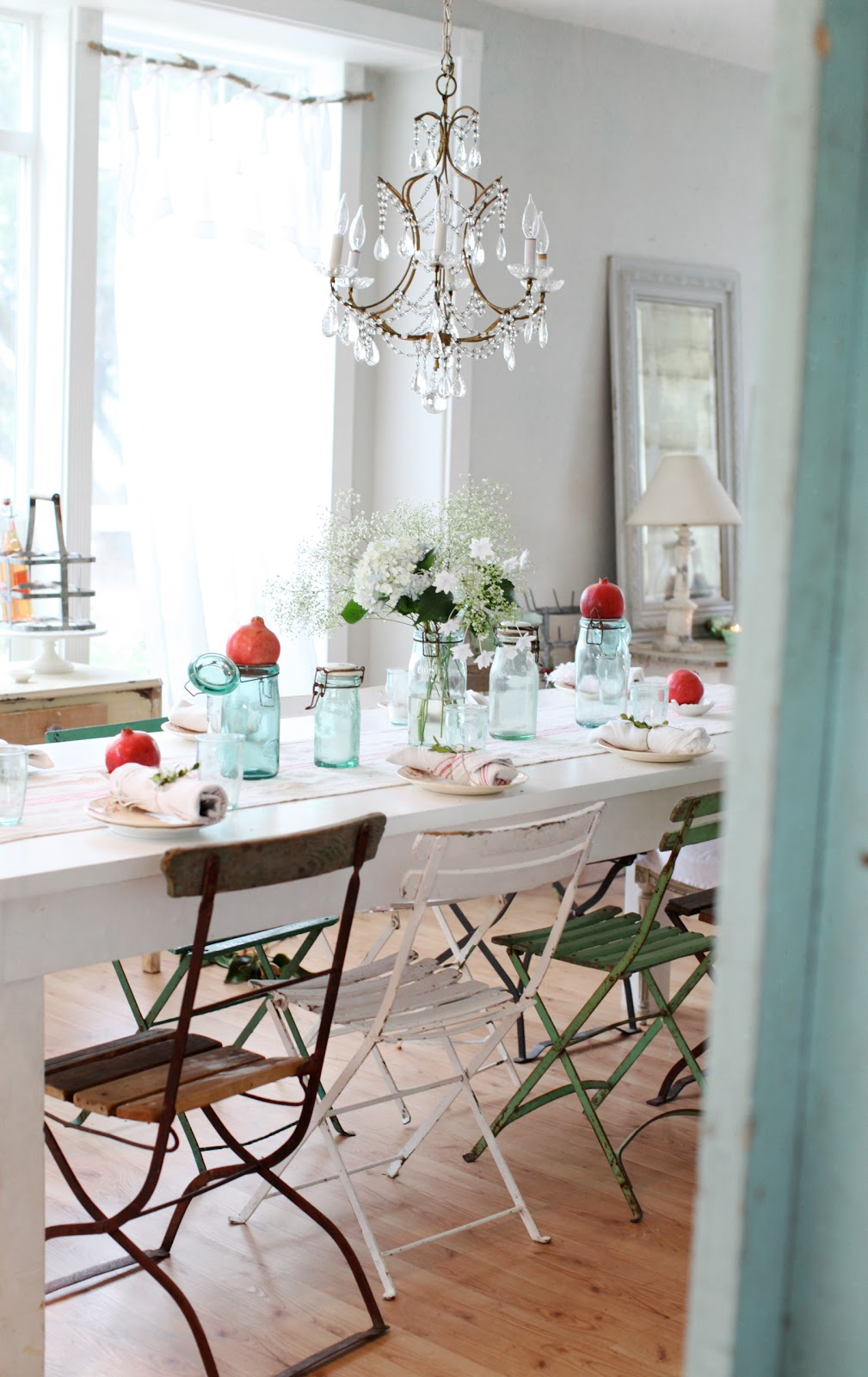 Simple Table Setting : Dreamy Whites: A Simple Christmas Table Setting