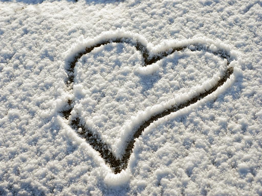 http://1.bp.blogspot.com/_yLrGRHDlwRw/TTmCf4Y7uaI/AAAAAAAAAII/B5INHepr8fg/s1600/snow_heart_1024x768.jpg