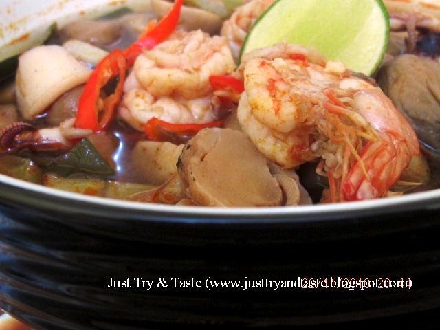 tom yam seafood sup seafood asam pedas ala thailand