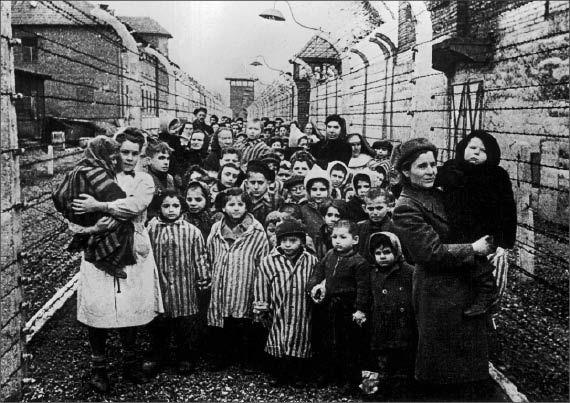 Judíos en campo de concentración