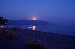 Αυγουστιάτικο φεγγάρι ...
