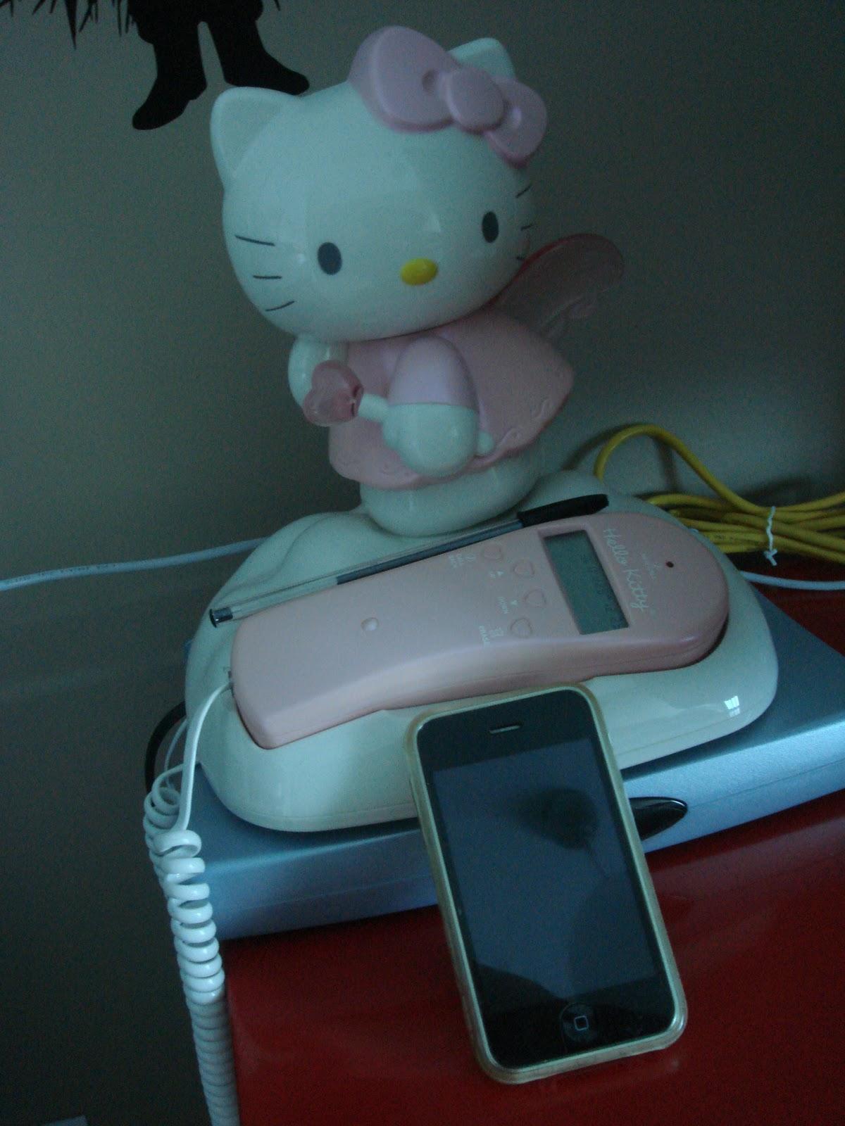 The fashion angie blog mon iphone et mon t l phone fixe hello kitty - Hello kitty et mimi ...