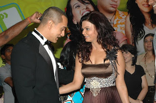 Aamir Khan looking at Rakhi Sawants Cleavage caption contest