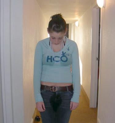 http://1.bp.blogspot.com/_yOHoM2CSXMQ/SfJoJBcY5nI/AAAAAAAAQG8/mwAsxyf_2X4/s400/girl+pee17.jpg
