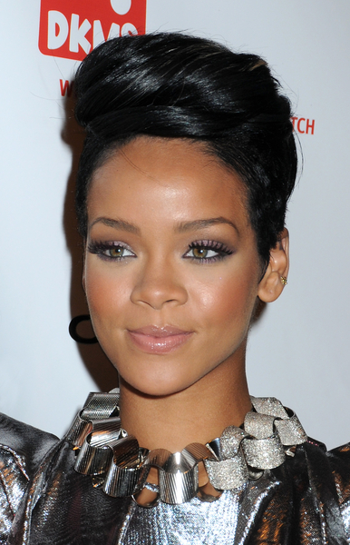 rihanna short hair 2010. Rihanna Hairstyles